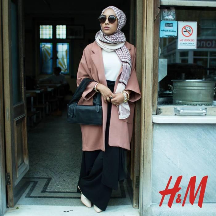 Maria Hidrissi pour la dernière campagne H&M Close the loop – Source : page Facebook de H&M