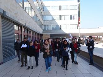 11h, les étudiants mobilisés continuent d'arpenter la fac