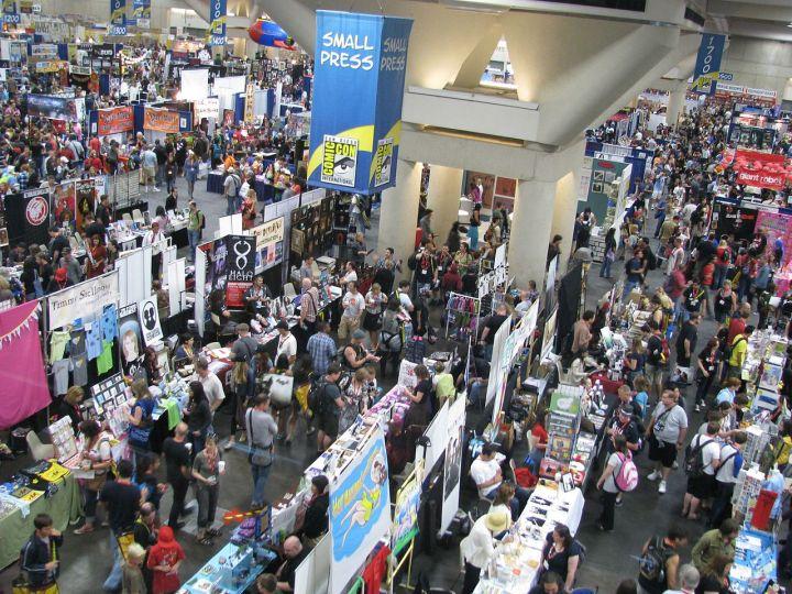 SDCC_2011_crowds_(5973630022).jpg