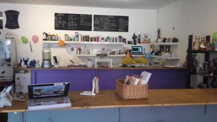 Le bar du salon de thé. Crédits : Léa Gorius.