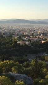Vue sur le temple d'Héphaïstos depuis la petite colline près de l'Acropole