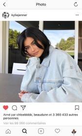 Capture d'écran d'une photo Instagram de Kylie Jenner, qui porte une veste en jean